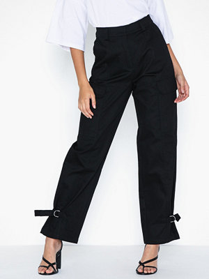 NLY Trend svarta byxor Detailed Cargo Pants