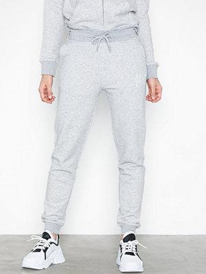 Gant vita byxor D1. Logo Pants