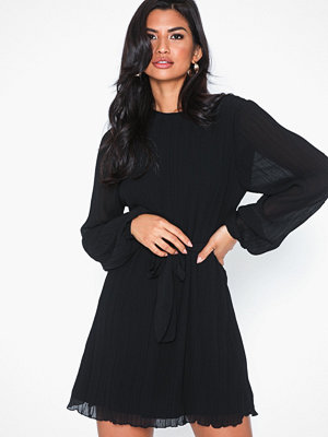 NLY Trend Belted Structure Dress