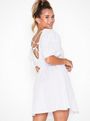 NLY Trend Everyday Back Focus Dress Vit