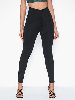 NLY One svarta byxor Drapy Detail Trouser