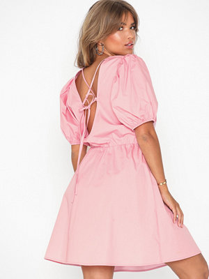 NLY Trend Everyday Back Focus Dress Ljus Rosa