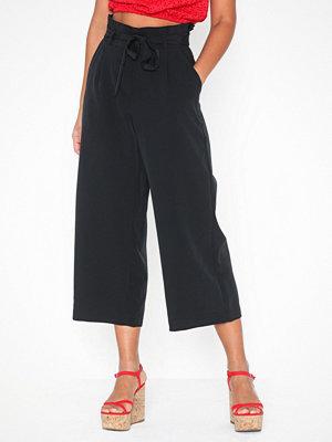 Vero Moda svarta byxor Vmcoco Hw Culotte Paperbag Pants No