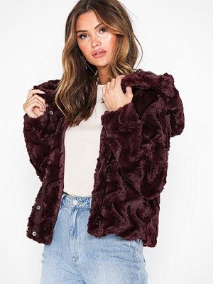 Fuskpälsjackor - Vero Moda Vmcurl Hoody Faux Fur Short Jacket Mörk Röd
