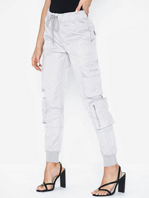 Sixth June vita byxor Satin Cargo Pants