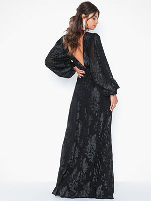 NLY Eve Maxi Sleeve Gown