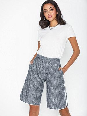 Hope Akita Shorts