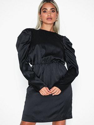 Vero Moda Vmsalina L/S Pleat Short Dress Exp Svart