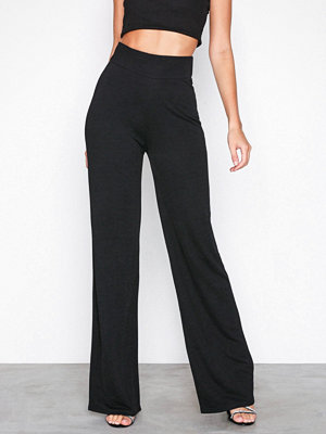 NLY Trend svarta byxor Crepe Straight Pants