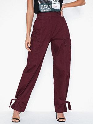 NLY Trend vinröda byxor Detailed Cargo Pants