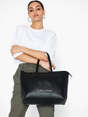 Handväskor - Calvin Klein Ck Must PSP20 Med Shopper Ny