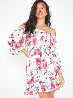 NLY Trend Frill Off Shoulder Dress