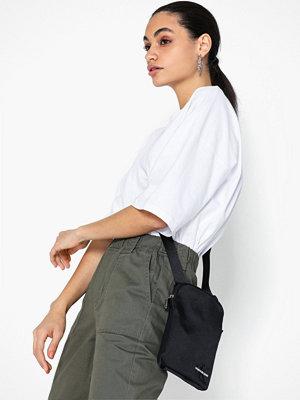 Calvin Klein Jeans svart axelväska Ckj Monogram Nylon Micro Fp