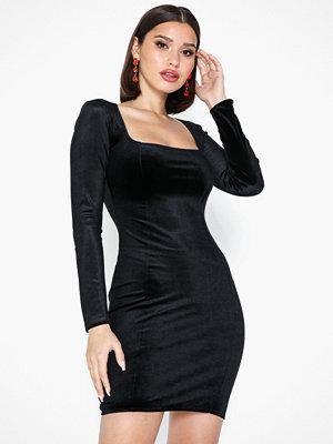 NLY One Square Neck Velvet Dress