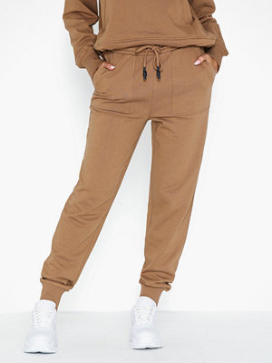 Pieces beige byxor Pcharlow Mw Sweat Pants