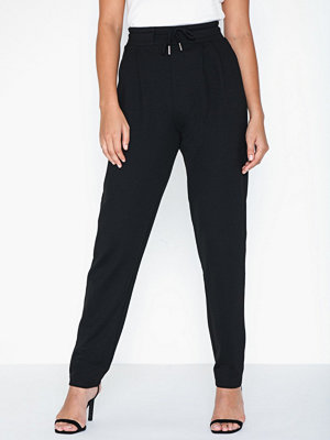 NLY Trend svarta byxor Tailored Joggers