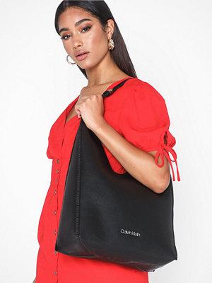 Handväskor - Calvin Klein Mellow Hobo