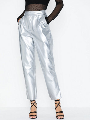 NLY Trend omönstrade byxor Free Pu Pants