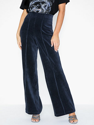 Gina Tricot marinblå byxor Cara Corduroy Trousers