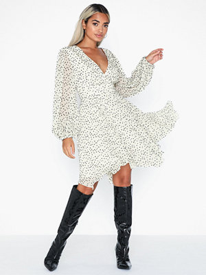 Forever New Desirae Balloon Sleeve Mini Dress
