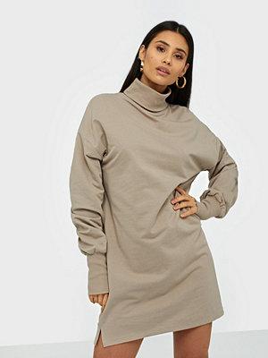 NLY Trend Long Turtleneck Sweat Dress