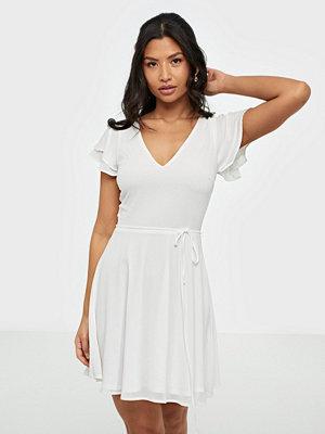 Festklänningar - NLY Trend Double Flounce Sleeve Dress