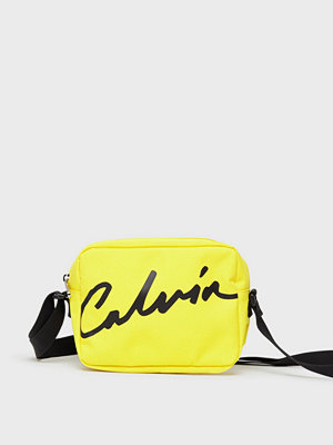 Calvin Klein Jeans gul axelväska med tryck Ckj Sport Essentials Camera Bag