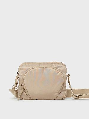 Filippa K omönstrad axelväska Mini Nylon Bag