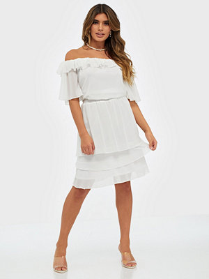 Sisters Point Nicoline Off Shoulder Dress