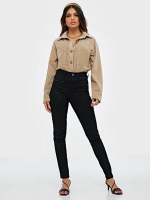 NLY Trend svarta byxor Slim Cargo Pants