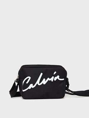 Calvin Klein Jeans svart axelväska med tryck Ckj Sport Essentials Camera Bag