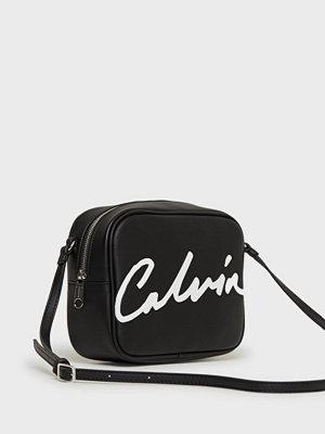 Calvin Klein Jeans svart axelväska med tryck Ckj Sculpted Large Camera Bag