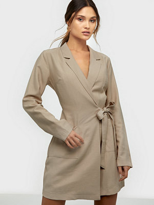 NLY Trend Wrap Suit Dress Beige