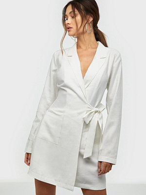 NLY Trend Wrap Suit Dress Vit