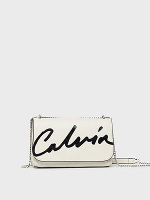 Calvin Klein Jeans vit axelväska med tryck Ckj Sculpted Flap Ew Xbody