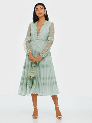 True Decadence Long Sleeve V Neck Midi Dress