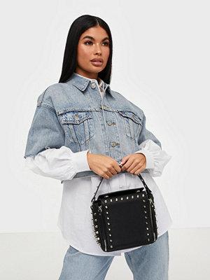 Missguided svart axelväska Stud Detail Cross Body Box Bag