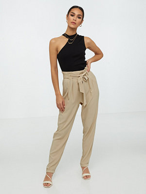 NLY Trend omönstrade byxor Easy Paperbag Pants