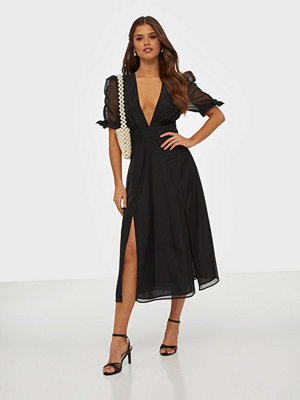 Glamorous Half Sleeve V Neck Midi Dress
