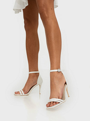 NLY Shoes Round Buckle Heel Sandal Vit