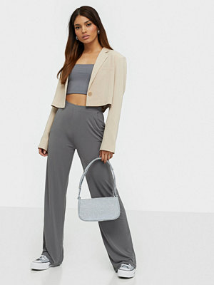NLY Trend grå byxor Clean Cut Drapy Pants