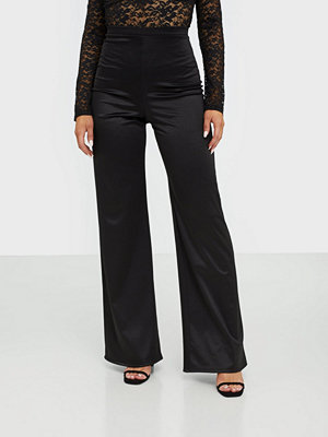 NLY One svarta byxor Stretchy Satin Pant