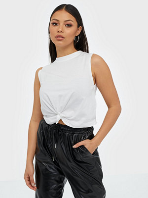 Toppar - Missguided Sleeveless Knot Front Crop Top