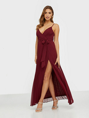 NLY Eve Perfect Strap Gown Burgundy