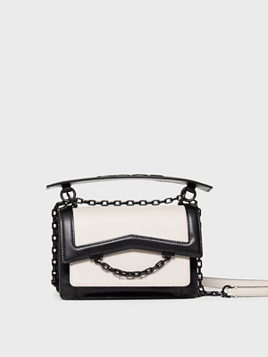 Karl Lagerfeld omönstrad axelväska K/Karl Seven Frame Shoulderbag