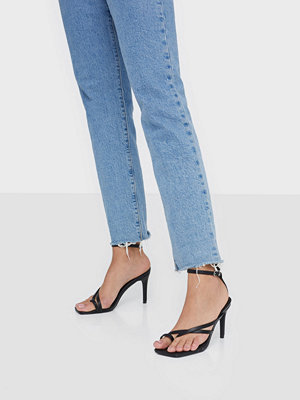 Missguided Cross Toe Post Low Heel