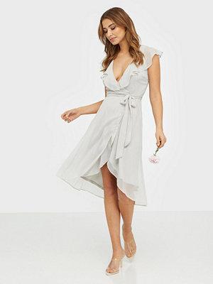 NLY Trend Dashing Flounce Dress Ljus Grå