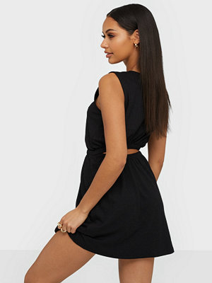 NLY Trend Open Back Structured Dress