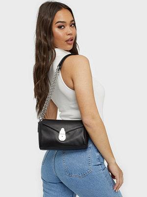 Calvin Klein svart väska SHOULDER BAG SM