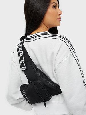 Karl Kani svart axelväska KK Signature Tape Body Bag